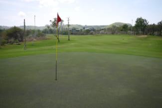 初めてゴルフはショートコースがおすすめ!メリットや持ち物から服装まで徹底ガイド!