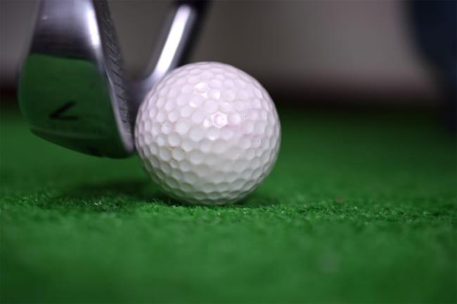 ゴルフでトップのミスが連発!トップしない3つの方法&原因を簡単に説明します!
