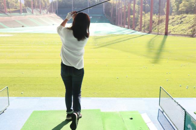 【スイング編】ゴルフ初心者の女性への教え方パート2!女性の動きで原因を読み、アドバイスはとにかくシンプルに!